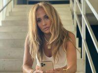 «Горячо», «Великолепно». Дженнифер Лопес повторила образ с показа Valentino