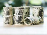 Гривна к доллару подешевела до 28,44 грн/$